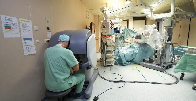 Robots, tablettes et streaming : découvrez l'hôpital version 2015
