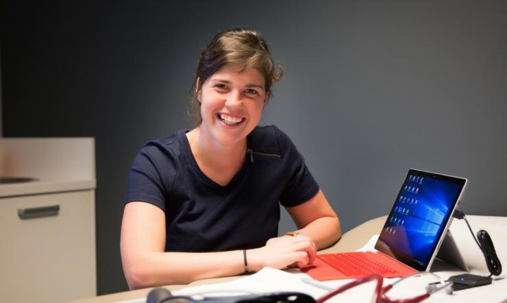 """""""Met Surface Pro 4 houd ik nu meer tijd over voor mijn patiënten"""""""