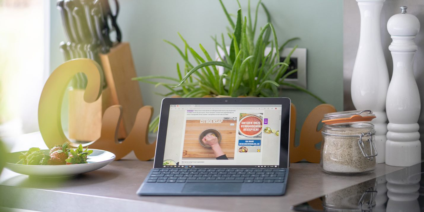 Laptop met op het scherm de HLN.be Nina-website met een recept van Lidl in beeld.