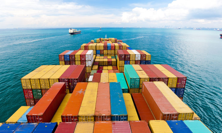 Containertransport in de haven is ontzettend belangrijk